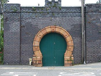 English: Ornate Garage(?) Door At Machynlleth .